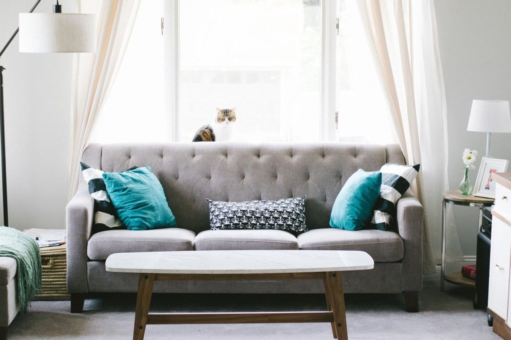 Sofa Kissen 80x80 auf einer Couch