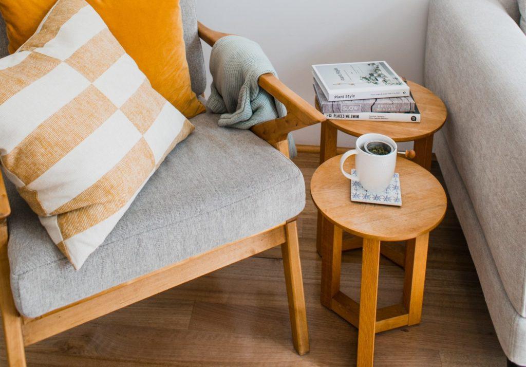 Bambus Hocker rund in einem Wohnzimmer